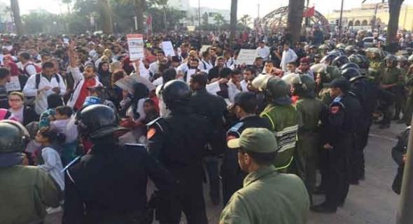 بالفيديو..قوات الأمن تمنع احتجاج الأطر المعطلة بالدار البيضاء واصابات في صفوف المحتجين