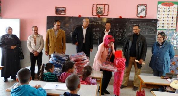 المجلس الجماعي بسوق السبت يوزع أزيد من 1330 محفظة مدرسية على تلامذة المؤسسات التعليمية