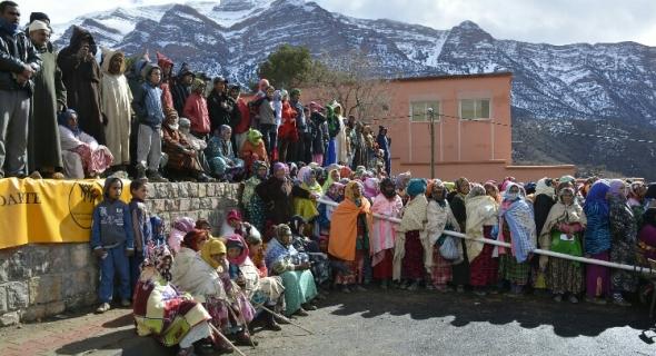 العقبة لجبال بني ملال… 2000عائلة تستفيد من مساعدات مؤسسة محمد الخامس للتضامن بأنركي و أيت أمديس بأزيلال
