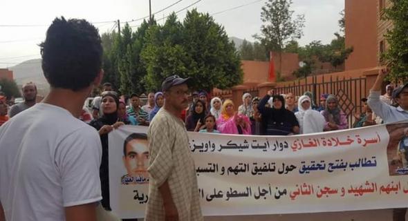 عاجل… مسيرة احتجاجية لأسرة السجين المتوفى وزوجته تعلق الاضراب عن الطعام وعامل أزيلال يدخل على الخط