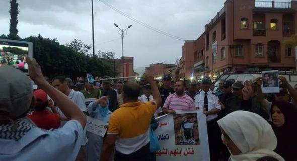 وقفة احتجاجية تحمل الشموع لهيئات حقوقية وأسرة السجين المتوفى تطالب بفتح تحقيق -فيديو-