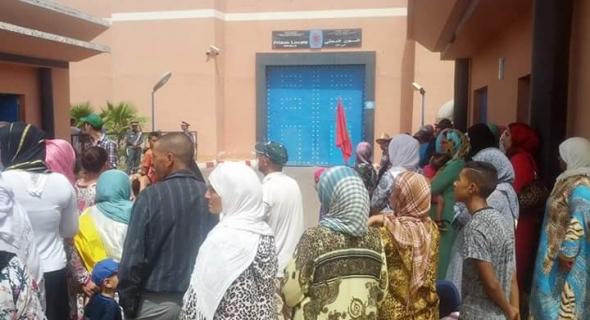 هيئات حقوقية وأسرة السجين المتوفى خلادة تنظم وقفة احتجاجية أمام السجن المحلي والمستشفى الجهوي ببني ملال