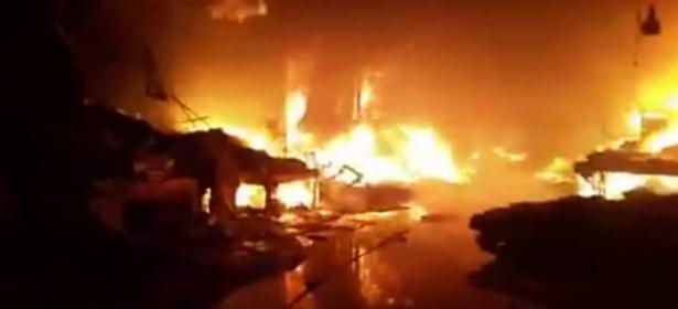 يا لطيف… النيران تلتهم 200 محل تجاري بسوق الثلاثاء بانزكان وتخلف خسائر مادية جسيمة