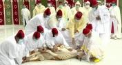 بالفيديو… أمير المؤمنين يؤدي صلاة عيد الأضحى وينحر أضحية العيد