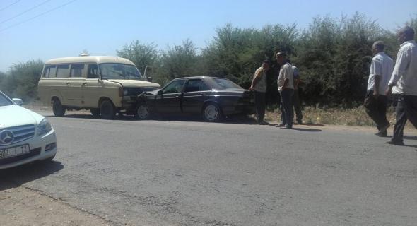 حادثة سير خطيرة بين سيارة نقل البضائع وسيارتين خفيفتين ونقل ثلاثة ركاب في حالة حرجة للمستعجلات