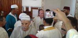 إسباني يعتنق الاسلام يوم عيد الاضحى  والتكبير يعم المسجد من طرف المصلين