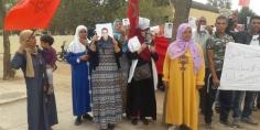 وقفة احتجاجية حاشدة أمام عمالة خريبكة لعائلات العالقين بليبيا تناشد الملك بالتدخل لارجاع أبنائهم =فيديو=