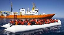 فرنسا تستنكر موقف إيطاليا من رفض استقبال سفينة إنسانية تقل على متنها مهاجرين سريين وأزمة بين البلدين تلوح في الأفق -صور حصرية-