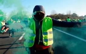 احتجاج السترات الصفراء ينتقل من باريس إلى روما  والآلاف يتظاهرون ضد قانون الهجرة لماتيو سالفيني