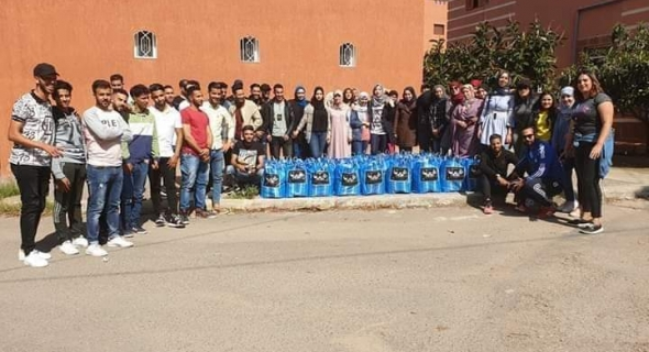 المجموعة الشبابية «BM_FAMIlY » توزع القفة الرمضانية على الأسر المحتاجة ببني ملال