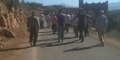 عاجل… اصلاح الطريق وتبسيط مساطر البناء يخرج ساكنة علا وايت الباكور في مسيرة احتجاجية نحو عمالة أزيلال