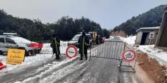 الإزدحام و خطورة الطريق يدفعان رجال الدرك الملكي إلى إغلاق جميع الطرق المؤدية لـ « تصميت »