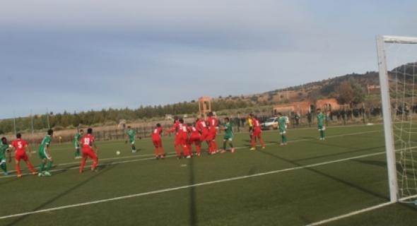 أخطاء حكم مباراة اتحاد أزيلال لكرة القدم ضد نهضة سطات تجبره على مغادرة الملعب داخل سيارة الأمن و هزيمة المحليين تحمل أكثر من تأويل
