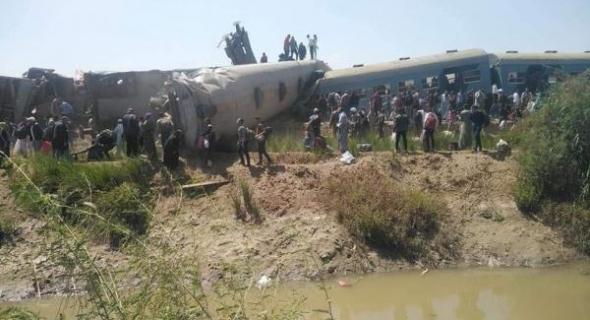 مرة اخرى والله يرحمهم… فاجعة اصطدام قطارين بمصر تسفر عن وفاة 32 راكب