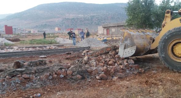 السلطات تتلف مواد البناء بفم العنصر في حملتها لمحاربة البناء العشوائي ومختصون يدعونها لتبسيط المساطر