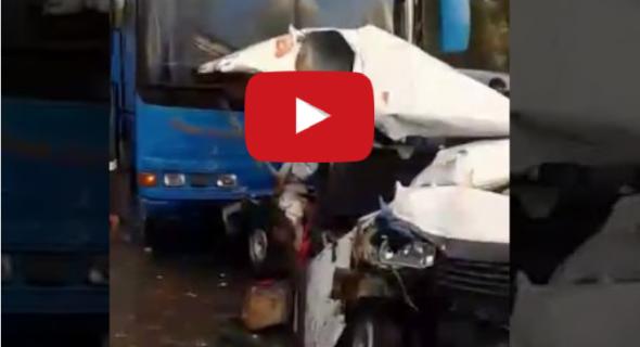 فيديو صادم … لحظات الحادثة المؤلمة بين سيارة خفيفة وحافلة لنقل الركاب وطوبيس