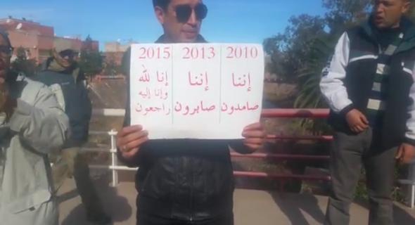 بالفيديو… تجار خنيفرة يحتجون ويبعثون برسائل نارية للمسؤولين ويقصفونهم قصفا خطيرا!