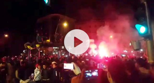 بالفيديو… فرحة هستيرية لجماهير بني ملال بشوارع المدينة عقب فوز الأسود ومرورهم للدور الثاني