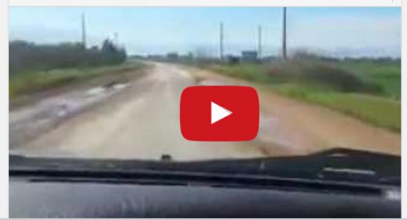 """بالفيديو… فيسبوكيون يفضحون أسباب الحوادث المميتة بطريق أولاد يوسف ولاد سعيد ويسخرون منها :"""" لحفرة لمخيرة نطيحو فيها"""""""
