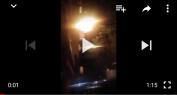بالفيديو… حريق بعلامة اشهارية لاحدى المقاهي ببني ملال ومواطنون يغامرون بالماء من أجل إخماذه