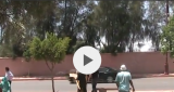 بالفيديو… مرضى القصور الكلوي يحتجون أمام موكب العثماني ووزرائه ومواطنون يصرخون في وجههم