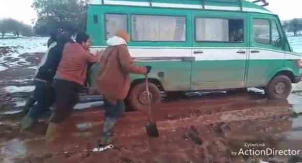 فيديو مؤلم يوثق معاناة ساكنة الجبل بايت ماجدن بأزيلال ومطالب بتدخل عامل الاقليم لتعبيد الطريق