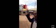 بالفيديو… أشهر زجال بالفقيه بن صالح يلقي أبيات زجلية حول الملك ويتمنى له الشفاء بطريقته الخاصة