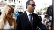 مكاينش المزاح… المحكمة تأمر باعتقال مستشار الرئيس الأمريكي ترامب