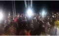"""فيديو… مئات الشباب يحتشدون بشاطئ مارتيل بعد ظهور """"الفانطوم"""" الاسبانية ويصرخون :"""" شعب بغا يحرك فابور"""""""