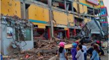 """زلزال """"تسونامي"""" يخلف 1203 قتيلا باندونسيا واستعدادات لدفن الضحايا بمقبرة جماعية"""
