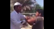 فيديو يهز مواقع التواصل الإجتماعي لإماراتي يضرب بالصفع شاب مهاجر من آسيا!