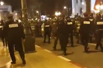 عااااجل… القوات العمومية تتدخل وتفرق اعتصام الأساتذة المتعاقدين أمام البرلمان