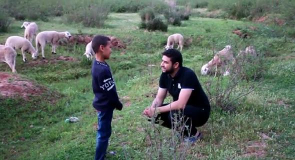 رشيد الحسيني يغني عن رمضان بين جبال آيت اعتاب =فيديو=