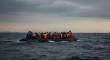 """نجوا من فاجعة!! … انقاد 236 """"حراك"""" على متن قاربين كانوا على وشك الموت بالبحر"""