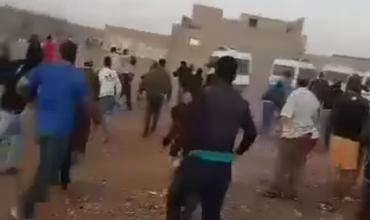 عاجل وبالفيديو… مواجهات عنيفة بالحجارة بين ساكنة وادي زم والقوات العمومية بسبب هدم منازل عشوائية