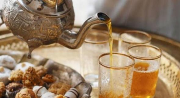انتبهوا… مكتب السلامة الصحية يحذر المغاربة من خطر حقيقي وتواجد مواد كيميائية ببعض أنواع الشاي بالاسواق