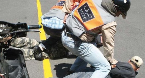 برافو… فرقة الصقور ببني ملال تعتقل مخمورا عربد بالشارع العام وكسر زجاج سيارتين ووالي الأمن يعطي تعليماته لشن حملات أمنية واسعة
