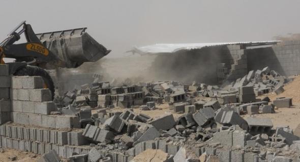 قائد مركز أفورار والقوات العمومية يهدمون بناية بحي النصر