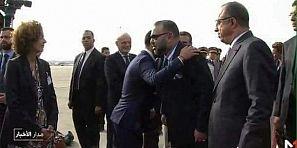 مانساش الاصل ديالو… وزير التكنولوجيا الرقمية الفرنسي  إبن افورار يقبل كتف الملك محمد السادس