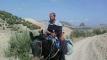 صورة اليوم… مدير مؤسسة تعليمية يستعين بدابة للتنقل إلى عمله بأعالي الجبال