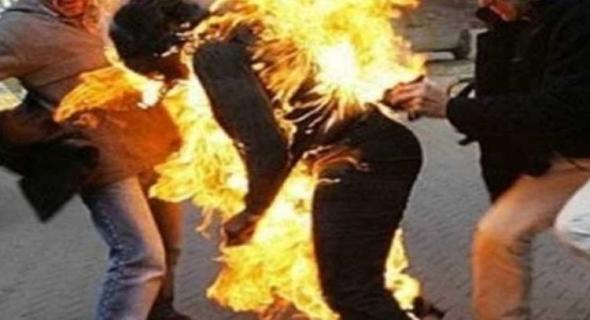 مؤلم… واش لهاد درجة … بسبب وثيقة شاب يضرم النار في جسده أمام مركز الدرك الملكي ونقله بين الحياة والموت للمستشفى