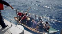 كانت غاتكون فاجعة!… البحرية الإيطالية تنقذ أزيد من 65 مهاجر سري تعطل قاربهم وسط البحر