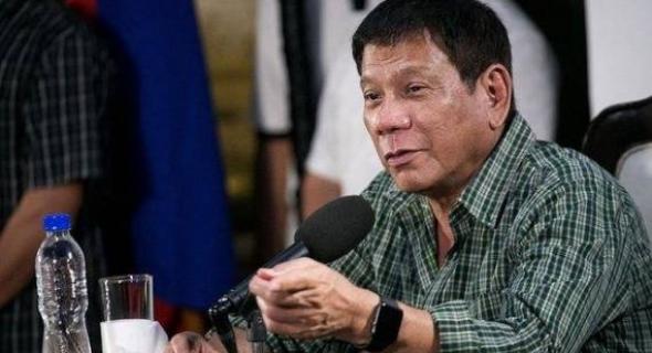 رئيس الفلبين يثير الجدل و يشبه نفسه بهتلر وهذا سبب توعده مدمني المخدرات بقتلهم على الطريقة النازية!