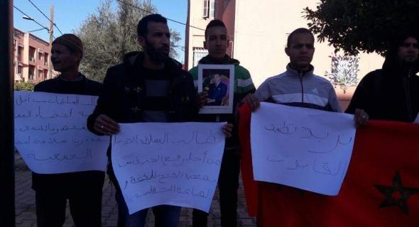 وقفة احتجاجية لأصحاب الفضة أمام ولاية أمن بني ملال تطالب بتطبيق القانون ونائب الوالي يفتح الحوار -الصور-