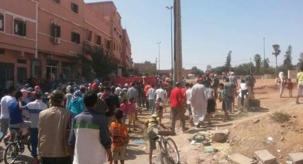 وبزاف على غلى هادا..غلاء فواتير الماء والكهرباء يخرج ساكنة بني ملال للاحتجاج