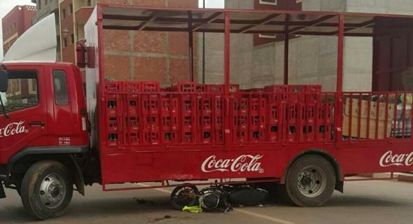 عاجل… ياربي سلامة… شاحنة كوكا كولا تتسبب في حادثة سير خطيرة ونقل الضحية بين الحياة والموت