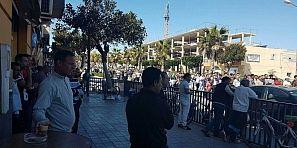 لمغاربة مامفاكينش باسبانيا…. مسيرة ضد العنصرية وعلى مقتل شاب من سوق السبت على يد الشرطة الاسبانية بدم بارد