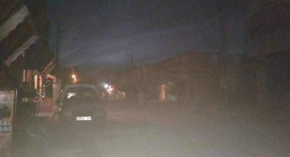 بالصور… أحياء وشوارع بسيدي جابر تعيش في الظلام الدامس والسلطات خراج التغطية