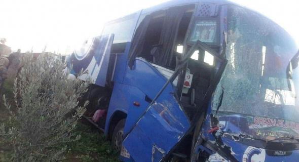 ياربي السلامة… حادثة بين شاحنة وحافلة لنقل الركاب تمر عبر بني ملال ونقل الضحايا للمستشفى