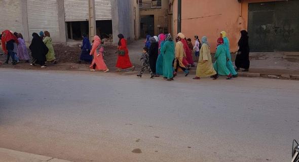 نساء أولاد عياد يخرجن للاحتجاج ويتوجهن بمسيرة نحو عمالة بني ملال